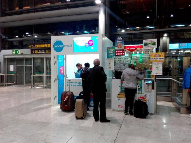 マドリード空港のSIMカード店