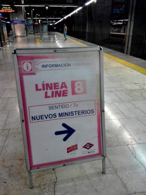 マドリード地下鉄の看板