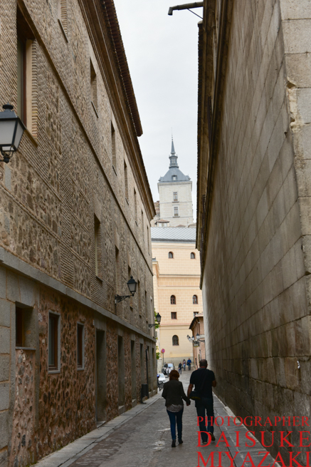 トレドの城が見える道