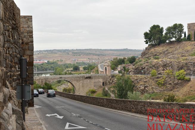 トレドの外の道