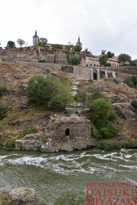 トレドの外の川