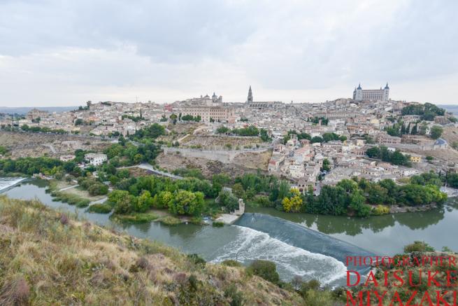 川とトレドの街