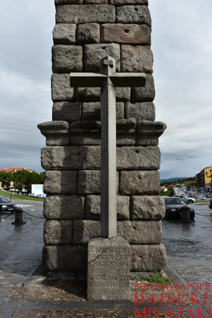 セゴビア水道橋の十字架