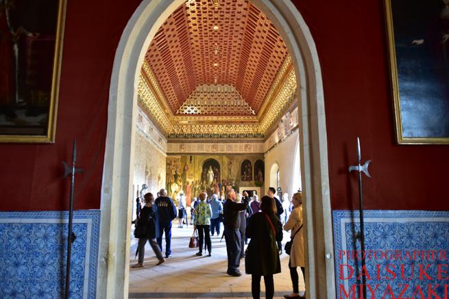 セゴビア城の内部を観光するツアー