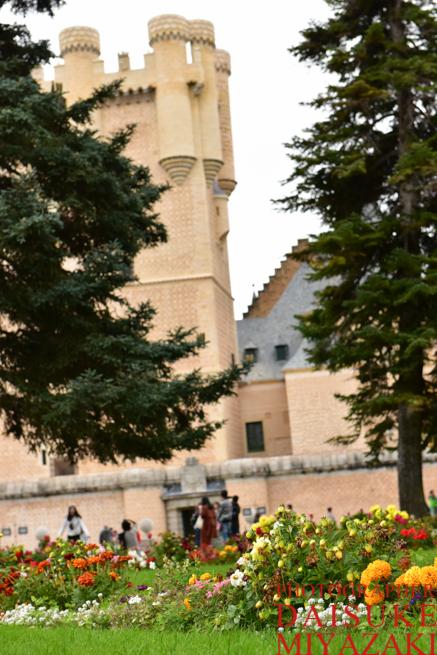 セゴビア城と花壇