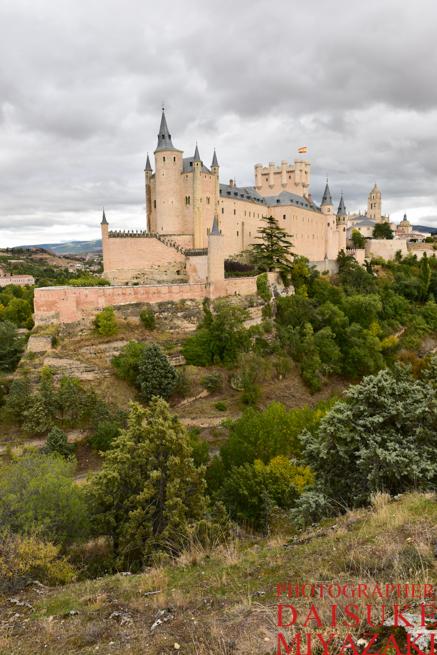 断崖絶壁に建てられているセゴビア城