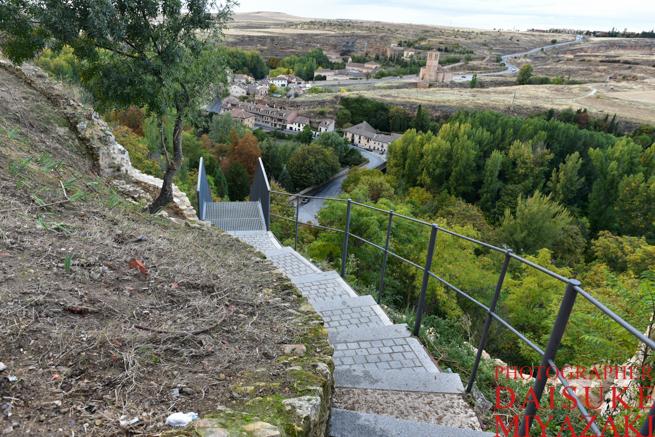 セゴビア城の下へ続く道