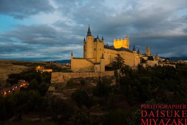 夕陽に染まるセゴビア城
