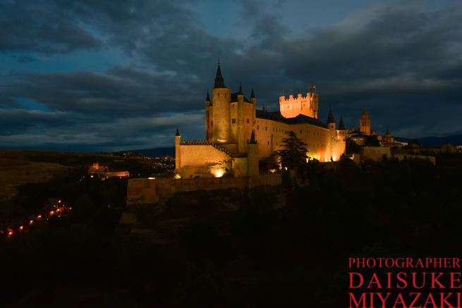 ライトアップが始まったセゴビア城