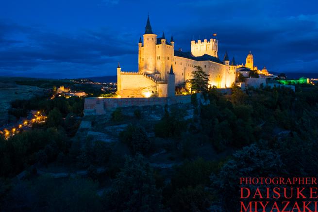セゴビア城のライトアップを撮影