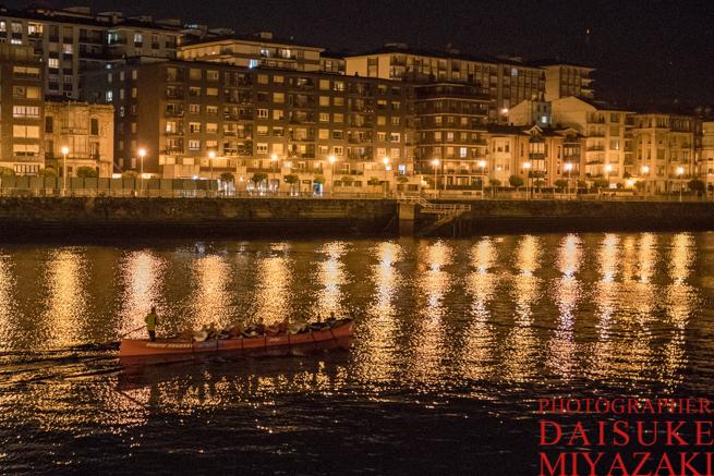川を走るボート