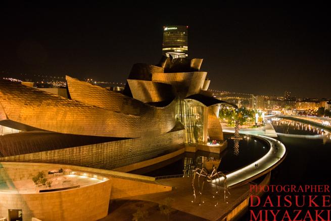 グッゲンハイム美術館の夜景