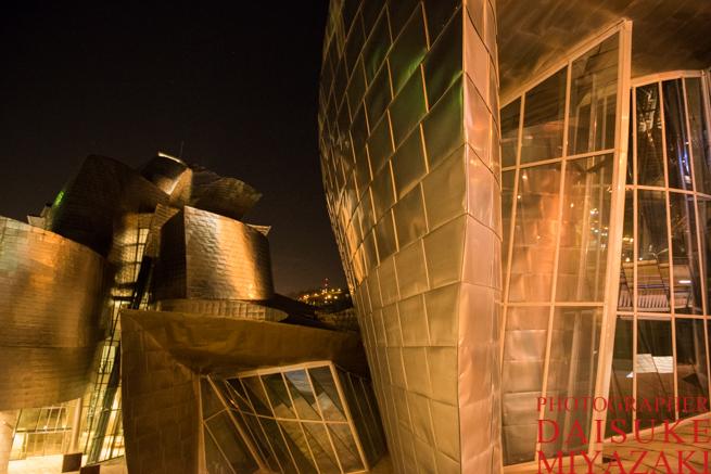夜のグッゲンハイム美術館