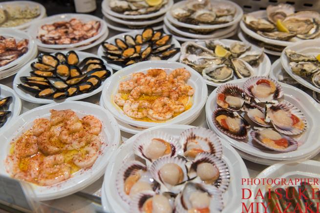 サンミゲル市場のシーフード料理