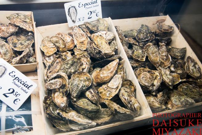 サンミゲル市場の生牡蠣売り場