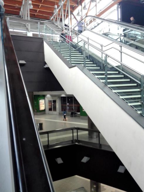 バスターミナルの階段