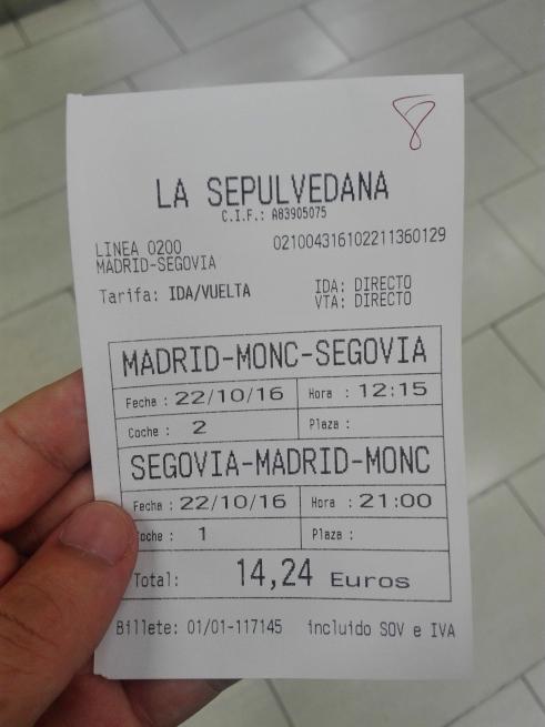 マドリードからセゴビア行きのバスチケット