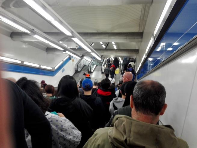 レアルマドリードの試合の直前の地下鉄