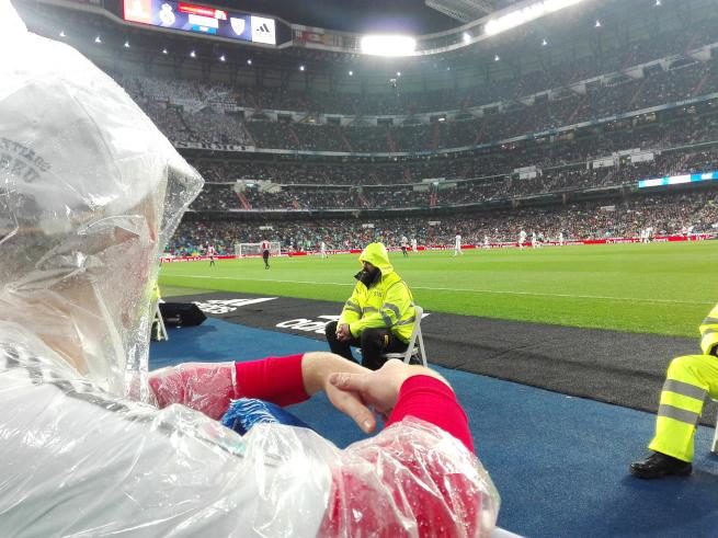 試合を観戦するレアルマドリードサポーター