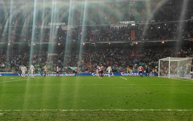 スペインでサッカーの試合を観戦