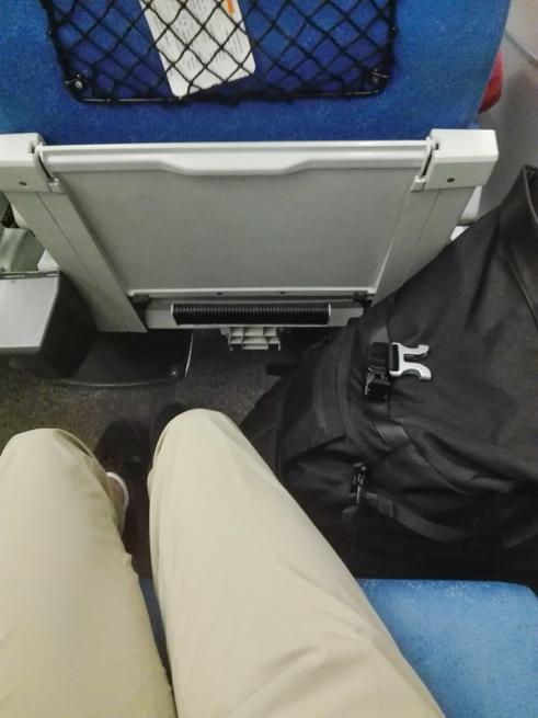 カメラバッグを座席に持ち込む