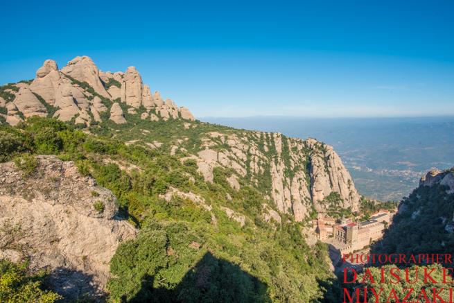 バルセロナからモンセラットとコロニアグエルを日帰りで観光する方法!電車で行くのがおすすめ