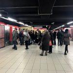 今日イタリアのミラノ駅の地下鉄で詐欺に遭ってお金が盗まれたのでその手口を解説します