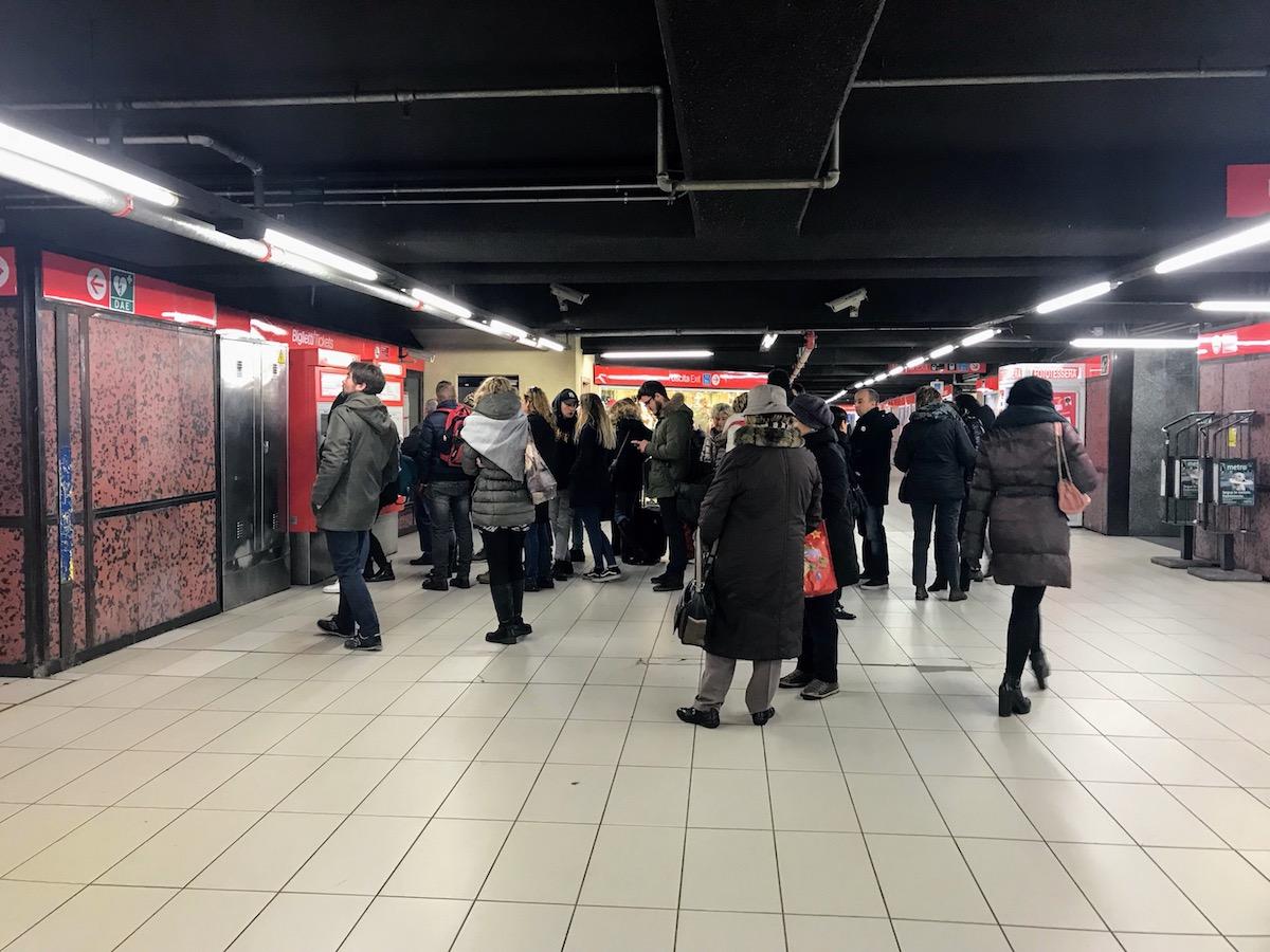 イタリアのミラノ駅地下鉄でジプシーの詐欺に遭ってお金が盗まれたのでその手口を解説